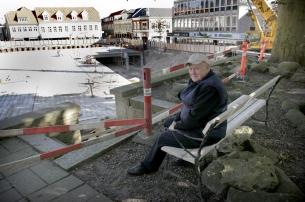Med godt overblik over Storetorv tager Reinhardt Thorsen hver dag plads på bænken under museumsbøgen.