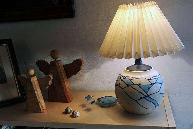 djaevle-i-thy-lampe-pa%cc%8a-reol670