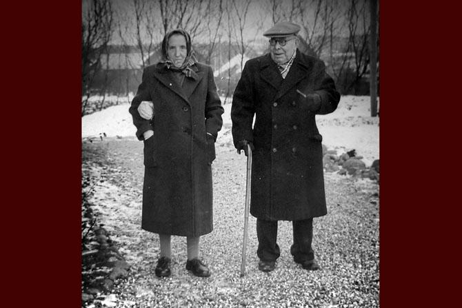 Bedstemor og bedstefar passede Günter til hans mor blev gift i 1953.